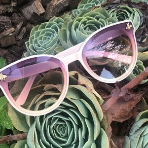 Baby pink Gucci sunnies
